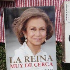 Libros de segunda mano: LA REINA MUY DE CERCA - PILAR URBANO. PLANETA. Lote 133244714