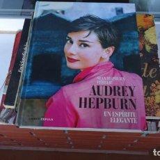Libros de segunda mano: AUDREY HEPBURN UN ESPIRITU ELEGANTE. Lote 154394122