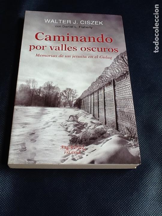 CAMINANDO POR VALLES OSCUROS: MEMORIAS DE UN JESUITA EN EL GULAG. WALTER J. CISZEK (Libros de Segunda Mano - Biografías)