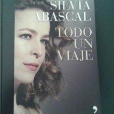Libros de segunda mano: SILVIA ABASCAL - TODO UN VIAJE. Lote 171609053