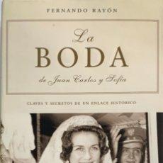 Libros de segunda mano: FERNANDO RAYÓN. LA BODA DE JUAN CARLOS Y SOFÍA. MADRID, 2002. 1ª EDICIÓN.. Lote 172844210