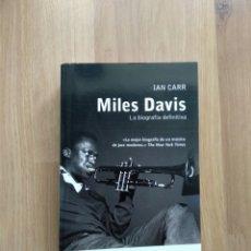 Libros de segunda mano: MILES DAVIS. IAN CARR. LA BIOGRAFÍA DEFINITIVA.. Lote 180231125