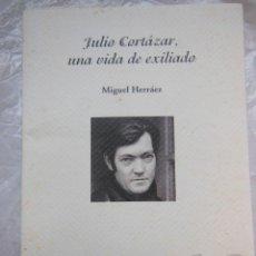 Libros de segunda mano: JULIO CORTÁZAR, UNA VIDA DE EXILIADO Y OTROS TEXTOS. HERRÁEZ MIGUEL. 2005. Lote 195369620