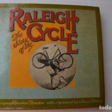 Livros em segunda mão: 1975 LIBRO LA HISTORIA DE LAS BICICLETAS RALEIGH THE STORY OF THE RALEIGH CYCLE. Lote 206899236
