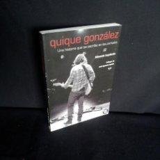 Libros de segunda mano: EDUARDO IZQUIERDO - QUIQUE GONZALEZ, UNA HISTORIA QUE SE ESCRIBE EN LOS PORTALES - FIRMADO. Lote 208171600