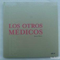 Libros de segunda mano: LOS OTROS MEDICOS , DE IGNASI RIERA. 1ª EDICION DE LUJO DE 2003. BIOGRAFIAS MEDICOS DE FICCION. Lote 236706650