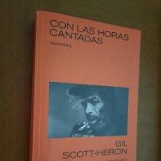 Libros de segunda mano: CON LAS HORAS CANTADAS. GIL SCOTT-HERON. RÚSTICA. BUEN ESTADO. MEMORIAS.. Lote 268876449