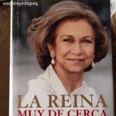 Libros de segunda mano: LA REINA MUY DE CERCA .- PILAR URBANO (VUELVE A PALACIO). Lote 278837088