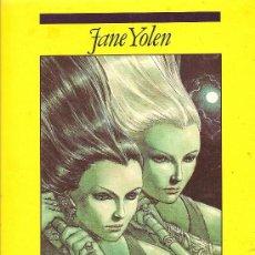 Libros de segunda mano: HERMANA LUZ, HERMANA SOMBRA DE JANE YOLEN (EDICIONES B). Lote 26328314