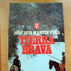 Libros de segunda mano: LIBRO DE JOSÉ LUIS MARTÍN VIGIL, TIERRA BRAVA. EDITORIAL JUVENTUD 1974. Lote 27826891