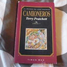 Libros de segunda mano: CAMIONEROS EL EXODO DE LOS GNOMOS LIBRO 1 ( POR TERRY PRATCHETT ) FANTASIA MUNDODISCO. Lote 28440742