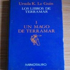 Libros de segunda mano: UN MAGO DE TERRAMAR. URSULA K. LE GUIN. (LOS LIBROS DE TERRAMAR I). Lote 30608813