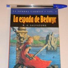 Libros de segunda mano: IÑI LIBRO. LA ESPADA DE BEDWYR. R. A. SALVATORE. TIMUN MAS. LA SOMBRA CARMESI. VOL. I. BOOK.ÉPSILON.. Lote 33212386