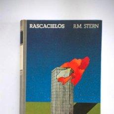 Libros de segunda mano: RASCACIELOS DE R.M. STERN 1975. Lote 38534345