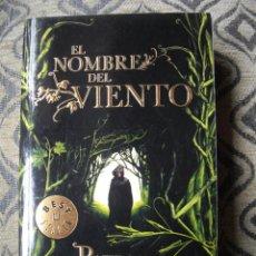 Libros de segunda mano: NOVELA EL NOMBRE DE VIENTO. PATRICK ROTHFUSS. Lote 43660815