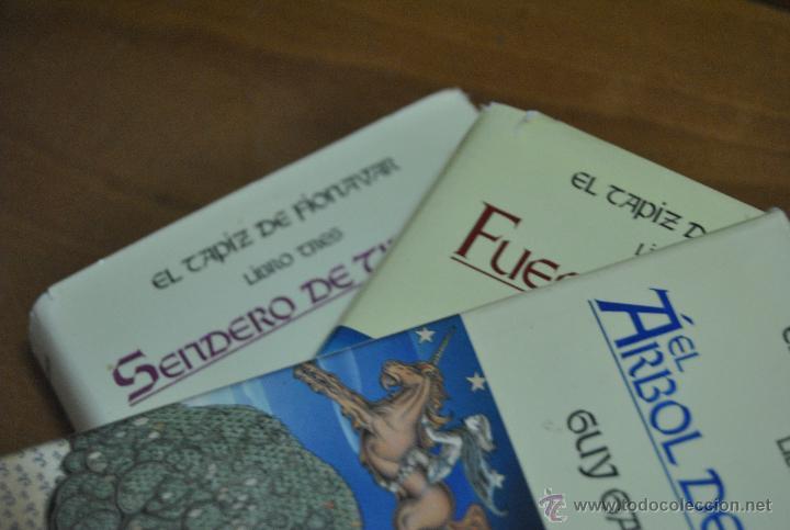 Libros de segunda mano: C62 TIMUN MAS GUY GAVRIEL KAY EL TAPIZ DE FIONAVAR ARBOL VERANO, FUEGO ERRANTE, SENDERO TINIEBLAS - Foto 2 - 108750638