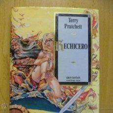 Libros de segunda mano: TERRY PRATCHETT - HECHICERO. Lote 50575954