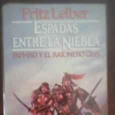Libros de segunda mano: ESPADAS ENTRE LA NIEBLA - CICLO FAFHRD Y EL RATONERO GRIS - FRITZ LEIBER - MARTÍNEZ ROCA - FANTASY. Lote 50632435