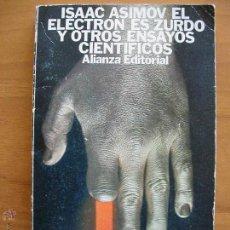Libros de segunda mano: ISAAC ASIMOV. EL ELECTRON ES ZURDO Y OTROS ENSAYOS CIENTIFICOS. ALIANZA EDITORIAL. Lote 51619981