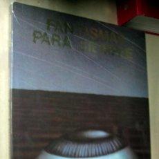 Libros de segunda mano: RAY BRADBURY - FANTASMAS PARA SIEMPRE - COLECCIONISTAS - ILUSTRADO - GRAN FORMATO. Lote 160963121