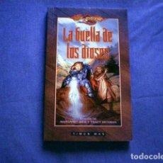 Libros de segunda mano: LIBRO LA HUELLA DE LOS DIOSES 2000 DRAGONLANCE WEIS HICKMAN ED TIMUN MAS RUSTICA. Lote 71662327