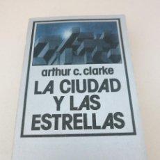Libros de segunda mano: LA CIUDAD Y LAS ESTRELLAS ARTHUR C CLARKE NEBULAE EDHASA. Lote 96953507