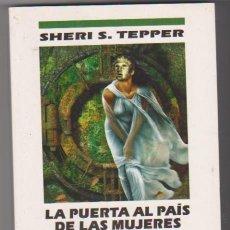 Libros de segunda mano: LA PUERTA AL PAIS DE LAS MUJERES. SHERI S. TEPPER. EDICIONES B 1994. SIN USAR. . Lote 98624723