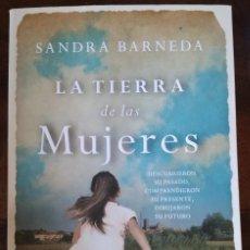 Libros de segunda mano: LIBRO LA TIERRA DE LAS MUJERES SANDRA BARNEDA SUMA 2014. Lote 101369135