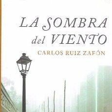Libros de segunda mano: LA SOMBRA DEL VIENTO. CARLOS RUÍZ ZAFÓN. EDITORIAL PLANETA, S.A. 2005.. Lote 102658771