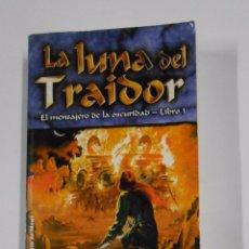 Libros de segunda mano: LA LUNA DEL TRAIDOR. EL MENSAJERO DE LA OSCURIDAD. LIBRO 3. LYNN FLEWELLING. TDK324. Lote 131607467
