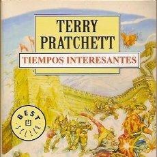 Libros de segunda mano: TIEMPOS INTERESANTES TERRY PRATCHETT DEBOLSILLO. Lote 104016583