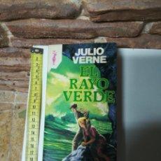 Libros de segunda mano: JULIO VERNE - EL RAYO VERDE 1982. Lote 111340902