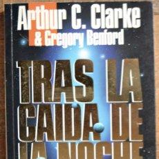 Libros de segunda mano: ARTHUR C. CLARKE. TRAS LA CAIDA DE LA NOCHE. 1ª ED. OCT. 1992. EDICIONES B. TAPA BLANDA. EX. Lote 114041411