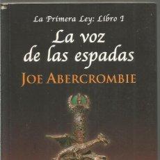 Livres d'occasion: JOE ABERCROMBIE. LA VOZ DE LAS ESPADAS LA PRIMRA LEY LIBRO 1. ALIANZA. Lote 114545491