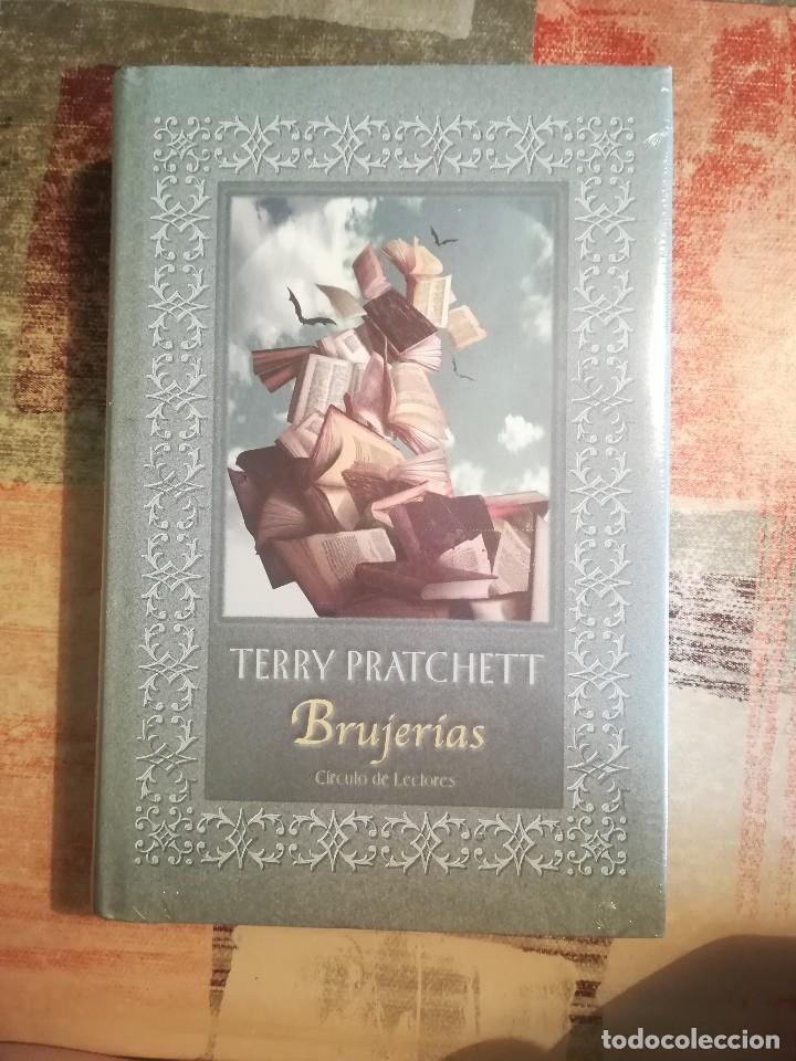 Libros de segunda mano: Brujerías + Rechicero - Terry Pratchett - Los dos juntos precintados de editorial - Foto 3 - 117067987