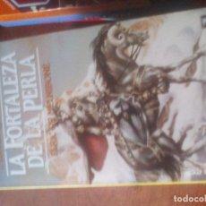 Libros de segunda mano: MICHAEL MOORCOCK LA FORTALEZA DE LA PERLA, ELRIC DE MELNIBONÉ. MARTÍNEZ ROCA Nº 35, 1.993. Lote 122073411