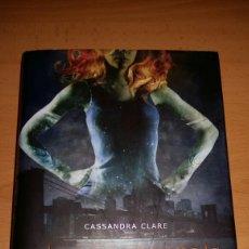 Libros de segunda mano: CAZADORES DE SOMBRAS. CIUDAD DE HUESO.. Lote 160289830