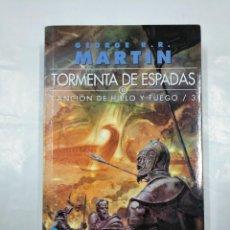 Libros de segunda mano: TORMENTA DE ESPADAS II. CANCION DE HIELO Y FUEGO / 3. - GEORGE R. R. MARTIN. TDK350. Lote 128862795