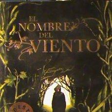 Libros de segunda mano: LIBRO EL NOMBRE DEL VIENTO, PATRICK ROTHFUSS (DEBOLSILLO). Lote 130879156