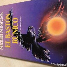 Libros de segunda mano: EL BASTÓN RÚNICO (MICHAEL MOORCOCK) - DORIAN HAWKMOON. Lote 130880340