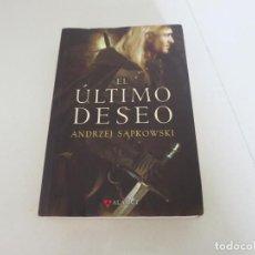 Libros de segunda mano: EL ULTIMO DESEO ANDREZJ SAPKOWSKI EDITORIAL ALAMUT GERALT DE RIVIA. Lote 132784630