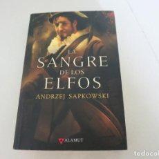 Libros de segunda mano: LA SANGRE DE LOS ELFOS ANDREZJ SAPKOWSKI EDITORIAL ALAMUT GERALT DE RIVIA. Lote 132784690
