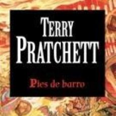 Libros de segunda mano: PIES DE BARRO (2008) - TERRY PRATCHETT - ISBN: 9788448726256. Lote 133882318