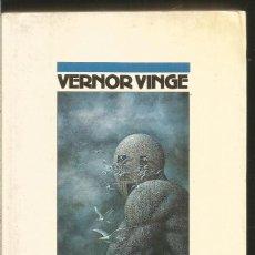 Libros de segunda mano: VERNOR VINGE. NAUFRAGIO EN EL TIEMPO REAL. NOVA. Lote 142210430