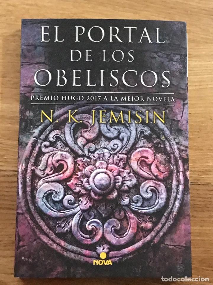 EL PORTAL DE LOS OBELISCOS N. K. JEMISIN (Libros de Segunda Mano (posteriores a 1936) - Literatura - Narrativa - Ciencia Ficción y Fantasía)