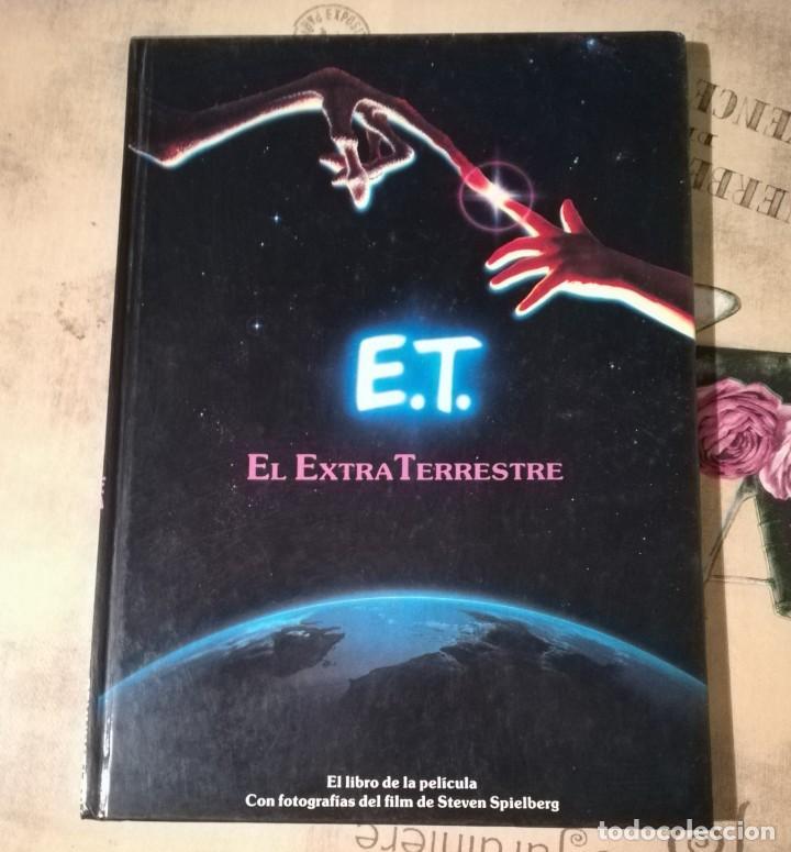 E.T. EL EXTRATERRESTRE. EL LIBRO DE LA PELÍCULA. CON FOTOGRAFÍAS DEL FILM DE STEVEN SPIELBERG - 1983 (Libros de Segunda Mano (posteriores a 1936) - Literatura - Narrativa - Ciencia Ficción y Fantasía)