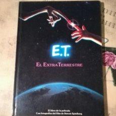 Libros de segunda mano: E.T. EL EXTRATERRESTRE. EL LIBRO DE LA PELÍCULA. CON FOTOGRAFÍAS DEL FILM DE STEVEN SPIELBERG - 1983. Lote 147083682