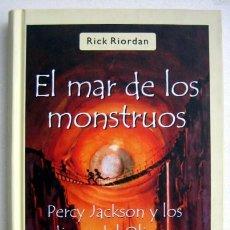 Libros de segunda mano: EL MAR DE LOS MONSTRUOS. LIBRO 2 PERCY JACKSON Y LOS DIOSES DEL OLIMPO, DE RICK RIORDAN. 1ª EDICIÓN. Lote 147789858