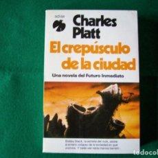 Libros de segunda mano: EL CREPÚSCULO DE LA CIUDAD - CHARLES PLATT - ADIAX - AÑO 1982. Lote 154593878