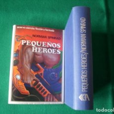 Libros de segunda mano: PEQUEÑOS HÉROES - NORMAN SPINRAD - EDITORIAL ACERVO - 1991 - TAPA DURA. Lote 162952318